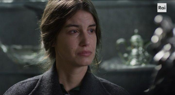 """Nella foto: Francesca Fioretti in una scena di """"Gioielli"""", terzo episdio di I Bastardi di Pizzofalcone 2"""